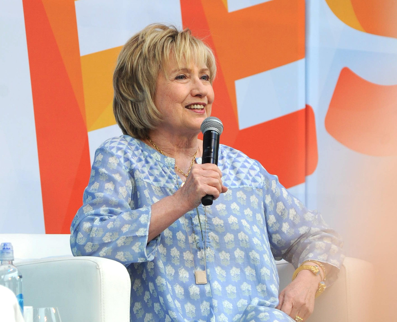 Hillary Clinton: Neu aufgetauchte Fotos mit Weinstein sorgen für Empörung