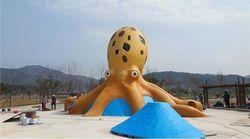 전북 고창에는 대형 쭈꾸미 미끄럼틀이