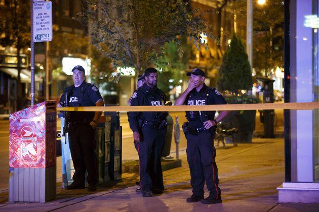 Des policiers sur la scène de la fusillade à Toronto, le 23 juillet