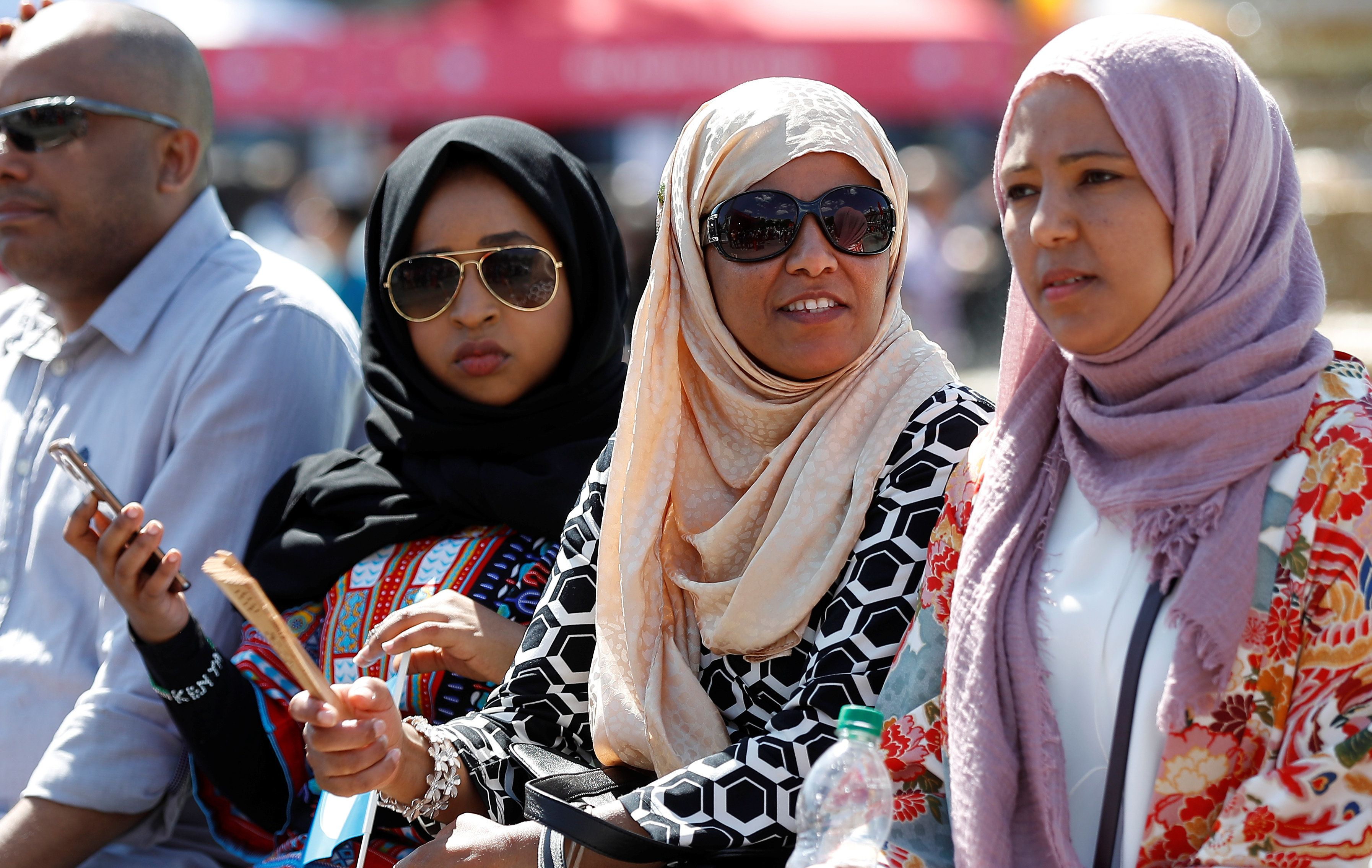 Muslim women listen to Iive music during the Eid Festival in Trafalgar Square, London, Britain July 2, 2017.  REUTERS/Peter Nicholls