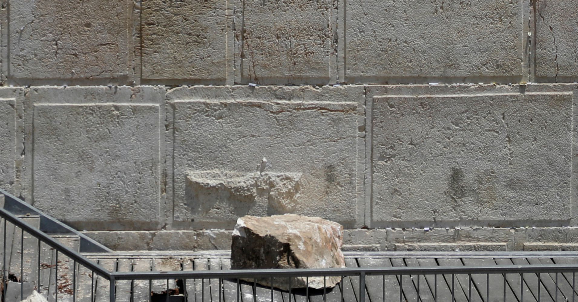 220 pound stone drops from western wall narrowly missing worshipper huffpost. Black Bedroom Furniture Sets. Home Design Ideas