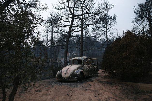 Φωτιές στην Αττική: 25 απανθρακωμένοι σε ταβέρνα στην Αργυρή Ακτή. Βρέθηκαν οικογένειες