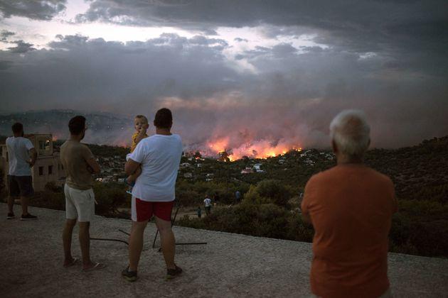 De violents incendies en Grèce font au moins 50 morts et une centaine de