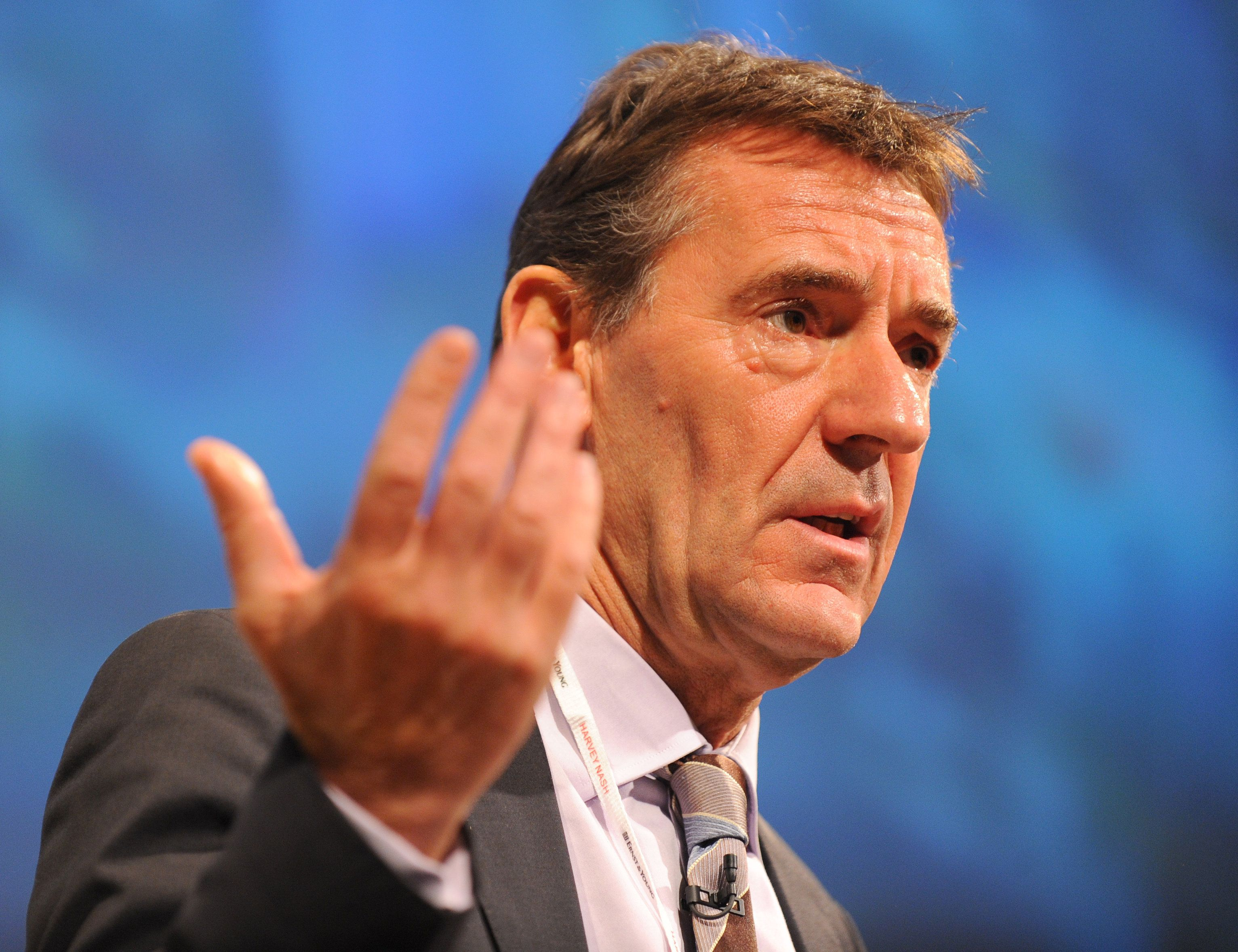 Ex-minister Jim O'Neill has accused the government of making 'misleading' claims about education funding...