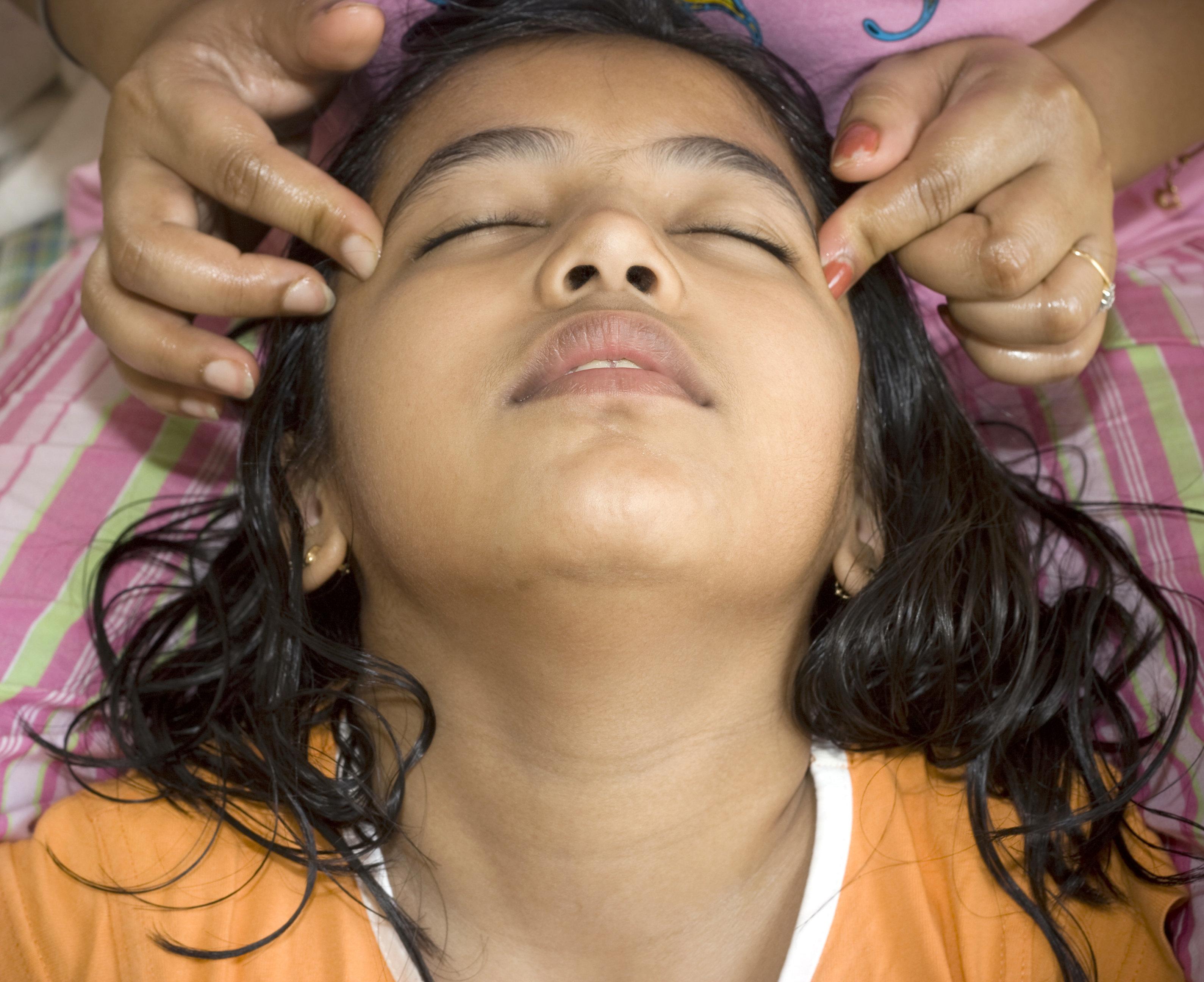 8-jährige Inderin leidet an Kopfschmerzen –dann machen die Ärzte eine schaurige