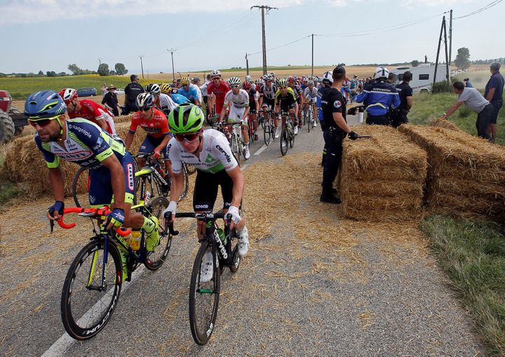 The protesters blocked the cyclists' route with bales of hay. After a 15-minute break, the race resumed.