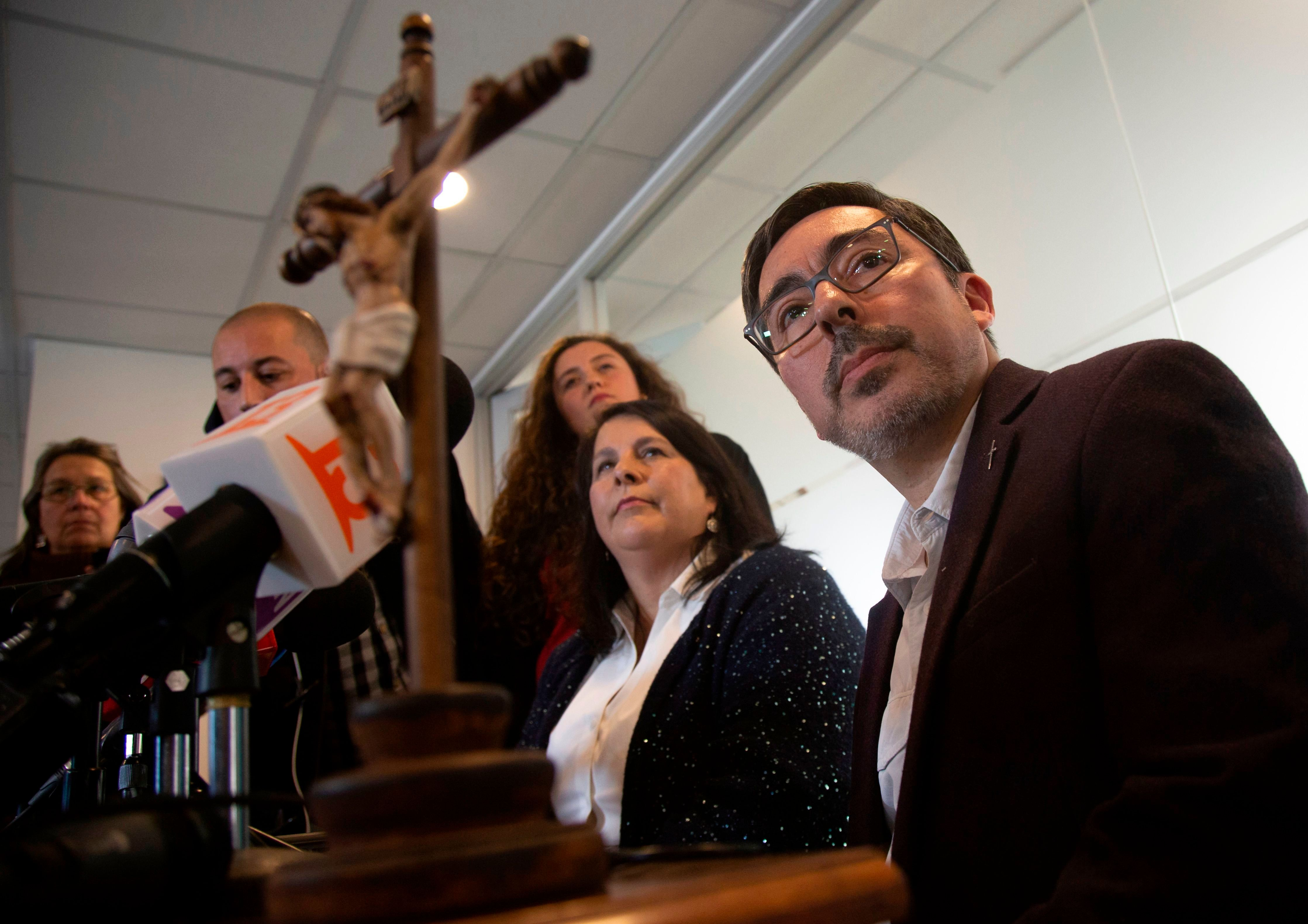 The spokesman of the Episcopal Conference of Chile, deacon Jaime Coiro (R), speaks during a press conference alongside Ana Maria Celis, a member of the National Council for the Prevention of Abuses and Canon Law expert, in Santiago, on July 23, 2018. - Chile is now investigating 158 members of the country's embattled Catholic Church -- both clergymen and lay people -- for perpetrating or concealing the sexual abuse of children and adults, prosecutors said Monday. The cases relate to incidents dating back as far as 1960 and involving 266 victims, including 178 children and adolescents, according to public prosecutor Luis Torres. (Photo by CLAUDIO REYES / AFP)        (Photo credit should read CLAUDIO REYES/AFP/Getty Images)