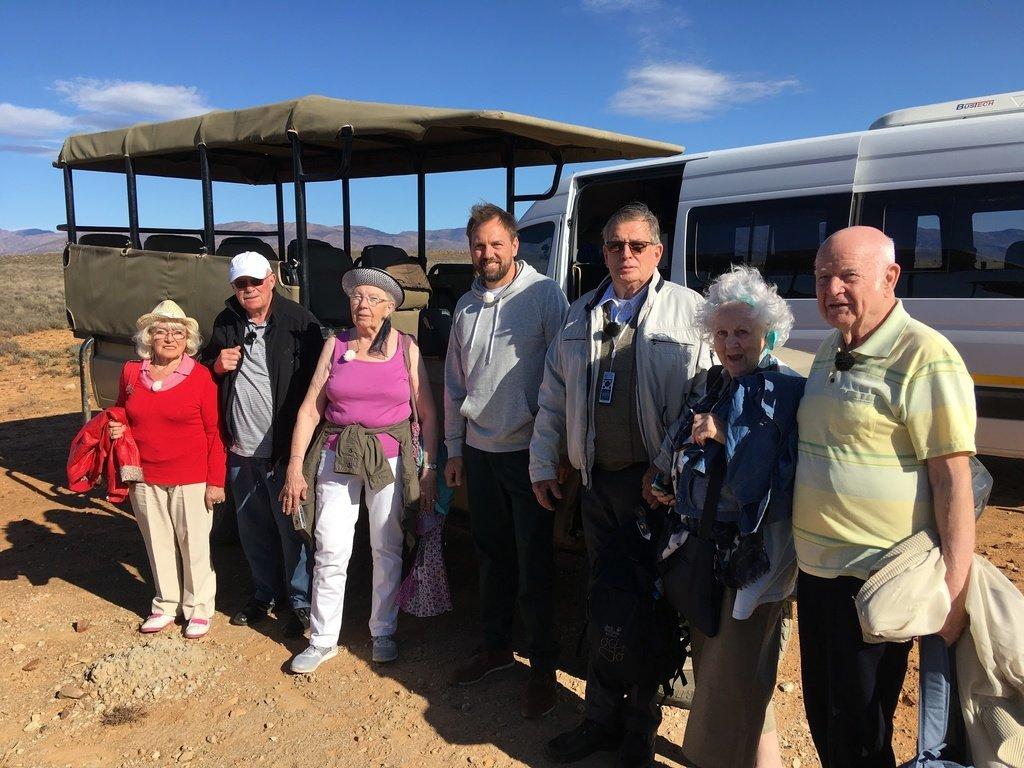 Rentner reist mit 5 Fremden um die Welt – seine Begründung rührt zu