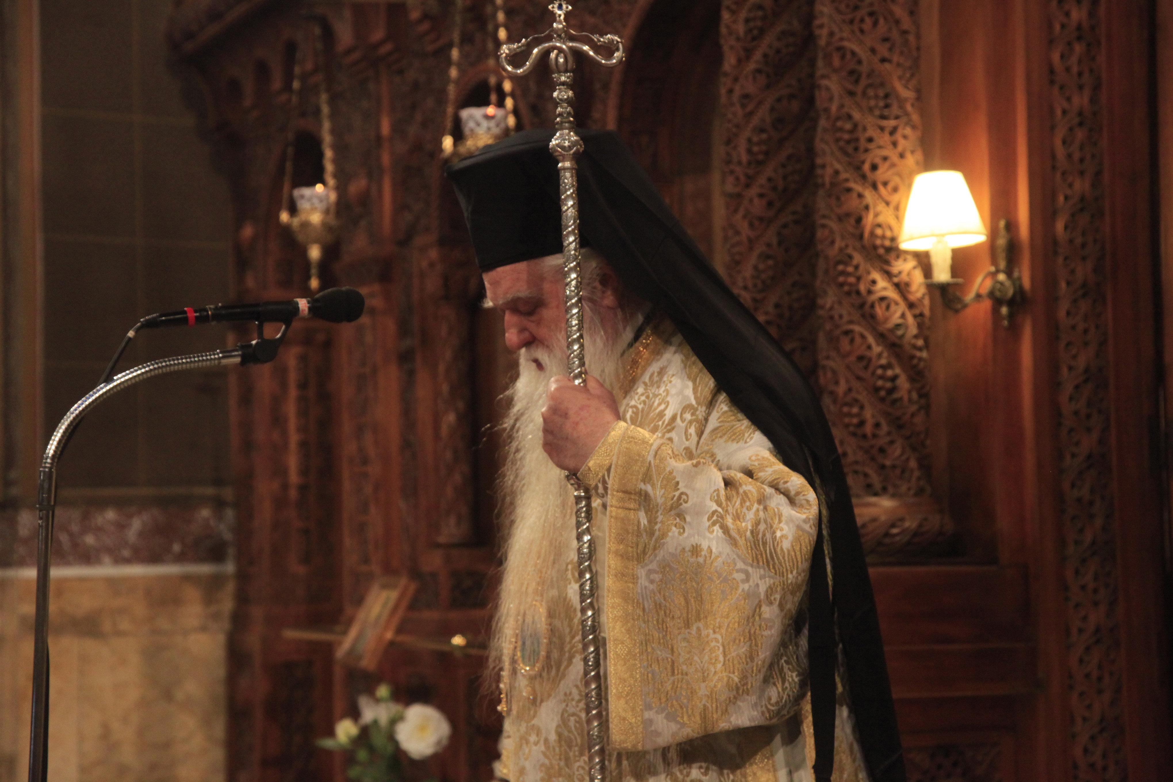 «Σκάσε επιτέλους, σταμάτα να πονάς τον κόσμο»: Η καταλληλότερη απάντηση στον Αμβρόσιο δια στόματος ιερέων και Μητροπολιτών