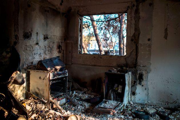 Μη κατοικίσιμα 1 στα δύο σπίτια που έχουν ελεγχθεί στις πληγείσες από τις φωτιές
