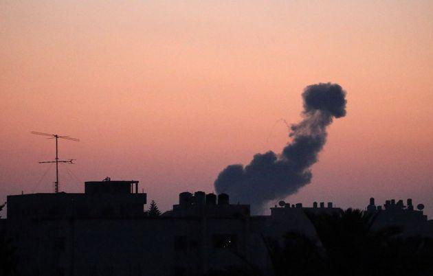 지난 6월 20일이스라엘군의가자지구 공습으로 하늘에