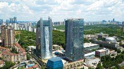 중국의 어느 빌딩에 세계 최대의 인공폭포가