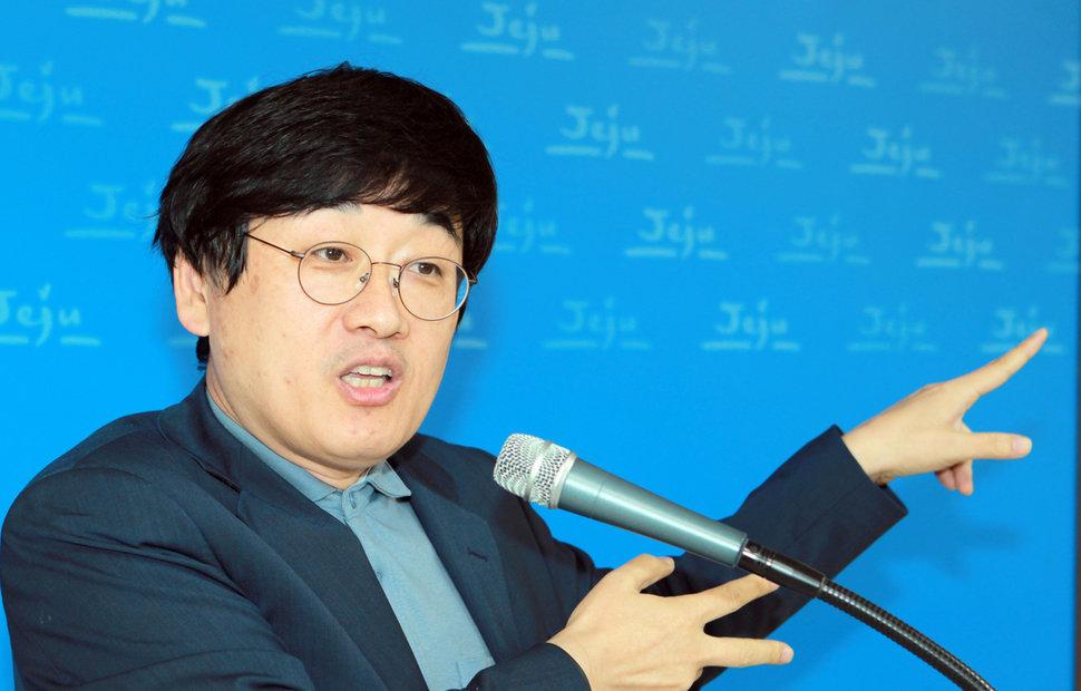 '김희애 남편' 이찬진이 노회찬을 추모하며 정의당에 가입했다