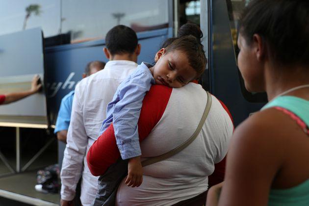 Etats-Unis: des centaines de familles de migrants