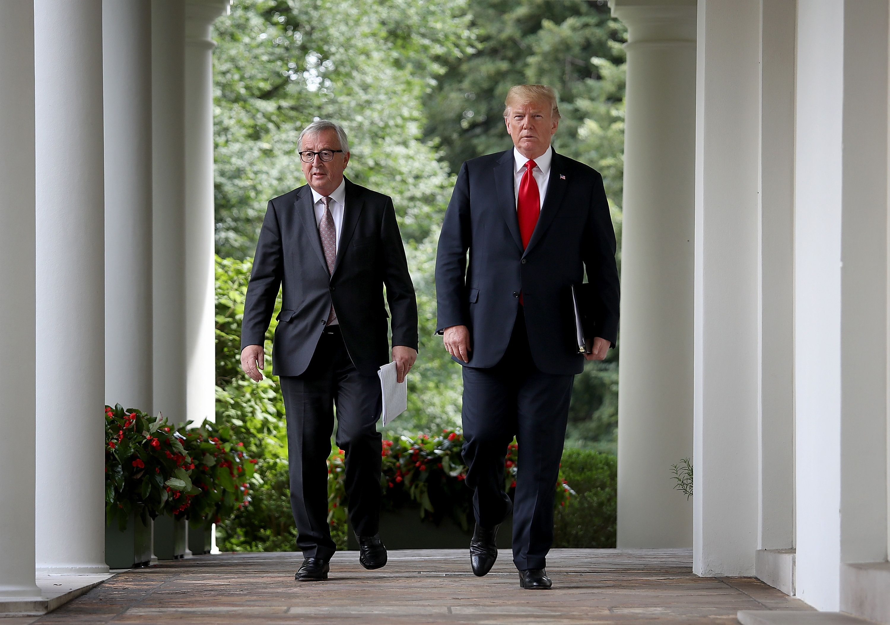 WASHINGTON, DC - JULY 25: U.S. President Donald Trump and European Commission President Jean-Claude Juncker walk to the Rose Garden of the White House to deliver a joint statement on trade July 25, 2018 in Washington, DC. Trump and Juncker announced the beginning of negotiations to eliminate trade tensions between the European Union and the United States.  (Photo by Win McNamee/Getty Images)