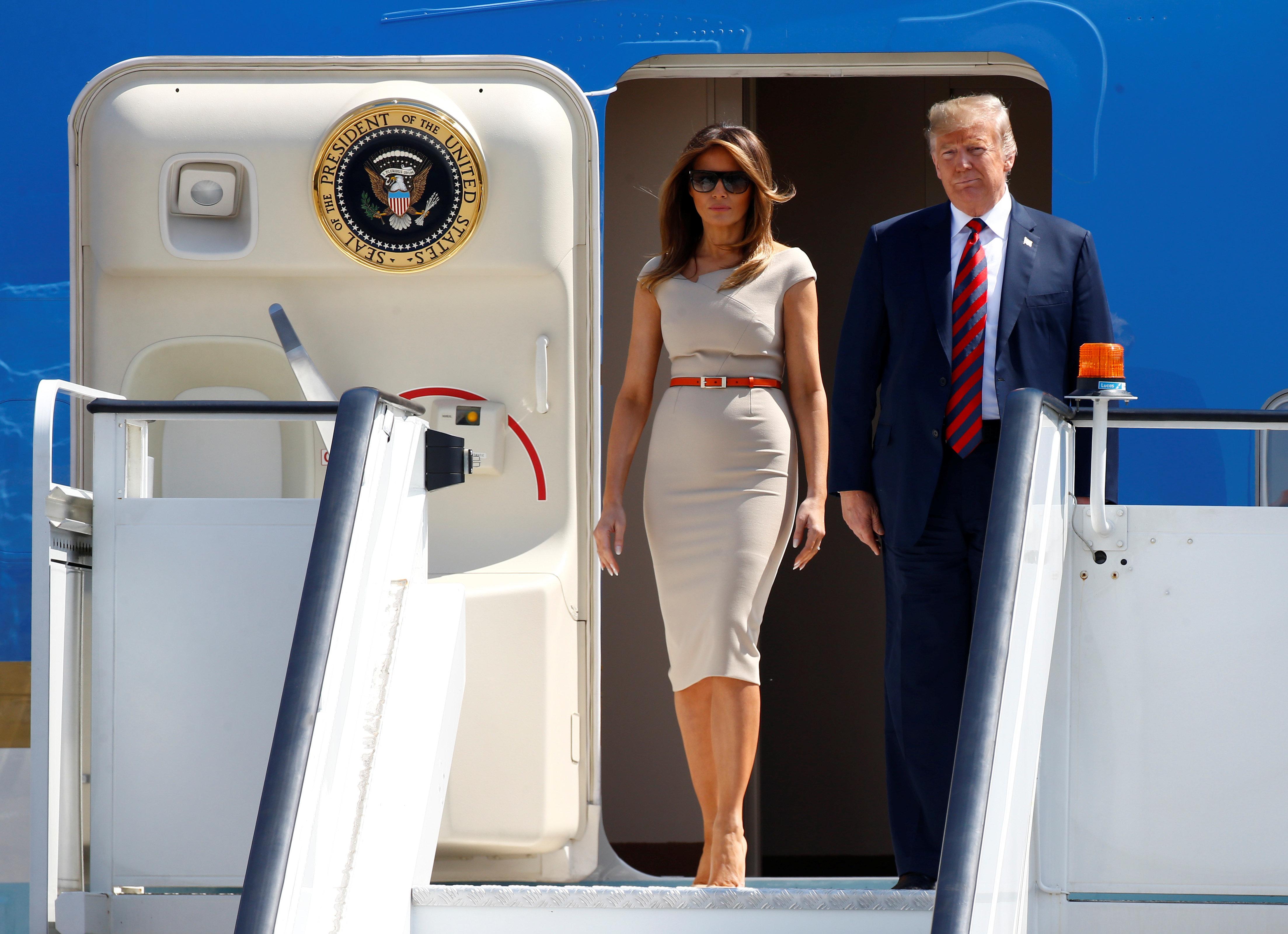"""Interna: Trump rastete in """"Air Force One"""" aus, als er sah, was Melania im Fernsehen schaut"""