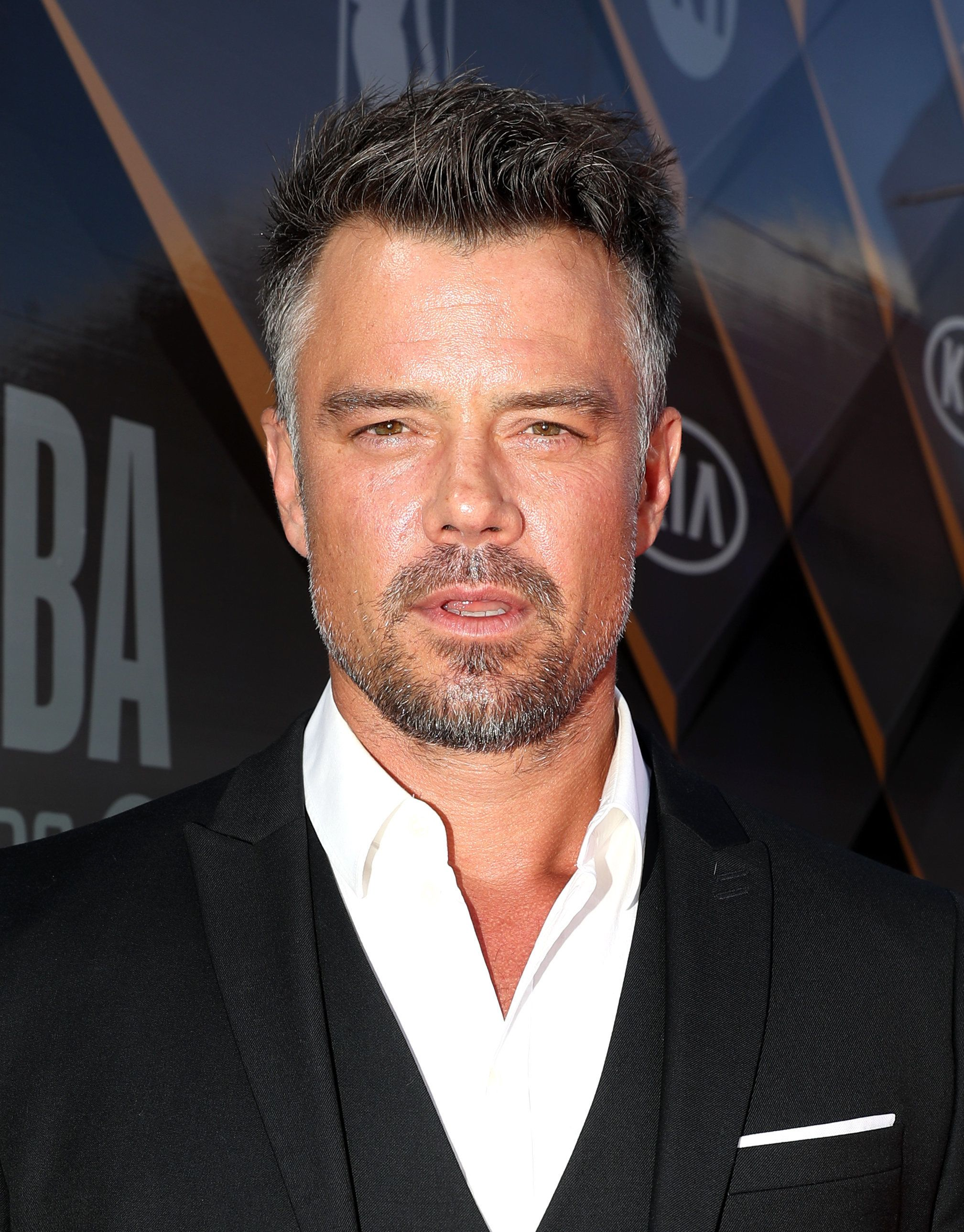 SANTA MONICA, CA - JUNE 25:  Josh Duhamel attends 2018 NBA Awards at Barkar Hangar on June 25, 2018 in Santa Monica, California.  (Photo by Johnny Nunez/Getty Images for Turner Sports)