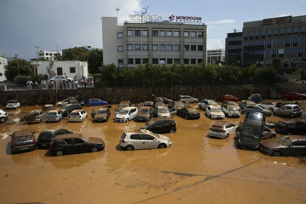 Ποιος φταίει για την πλημμύρα στα Βόρεια προάστια; Μπαλάκι ευθυνών μεταξύ Πατούλη και