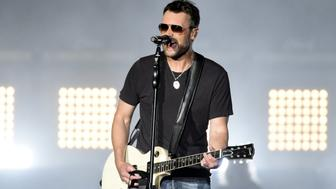 FORT LAUDERDALE, FL - APRIL 08:  Eric Church performs during the 2018 Tortuga Music Festival on April 8, 2018 in Fort Lauderdale, Florida.  (Photo by Tim Mosenfelder/WireImage)