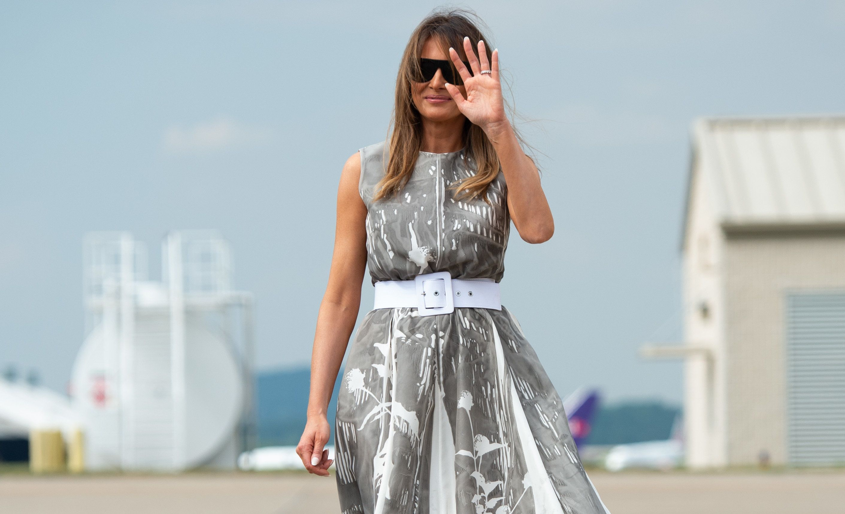 US First Lady Melania Trump walks to board a military airplane prior to departure from Nashville International Airport in Nashville, Tennessee, July 24, 2018, following her visit to a children's hospital as part of her 'Be Best' campaign. (Photo by SAUL LOEB / AFP)        (Photo credit should read SAUL LOEB/AFP/Getty Images)