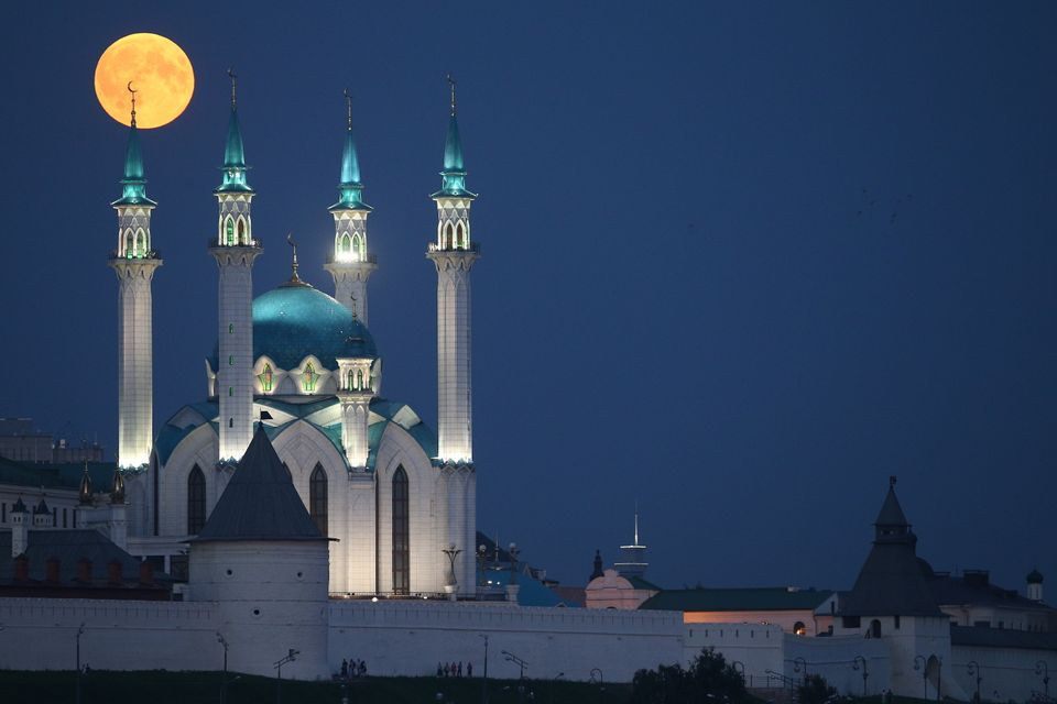 Another shot of the moon over the Qolsharif Mosque in Kazan,