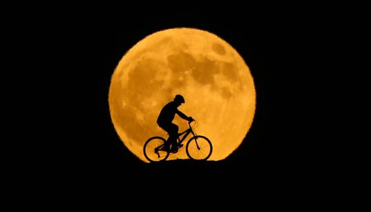 33 Spectacular Photos Of The Longest Full 'Blood Moon' Of The