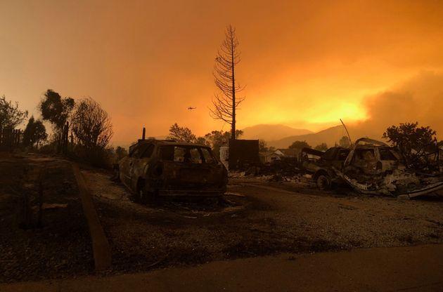 Μαίνονται ανεξέλεγκτες οι δασικές πυρκαγιές στην Καλιφόρνια- τουλάχιστον δύο οι