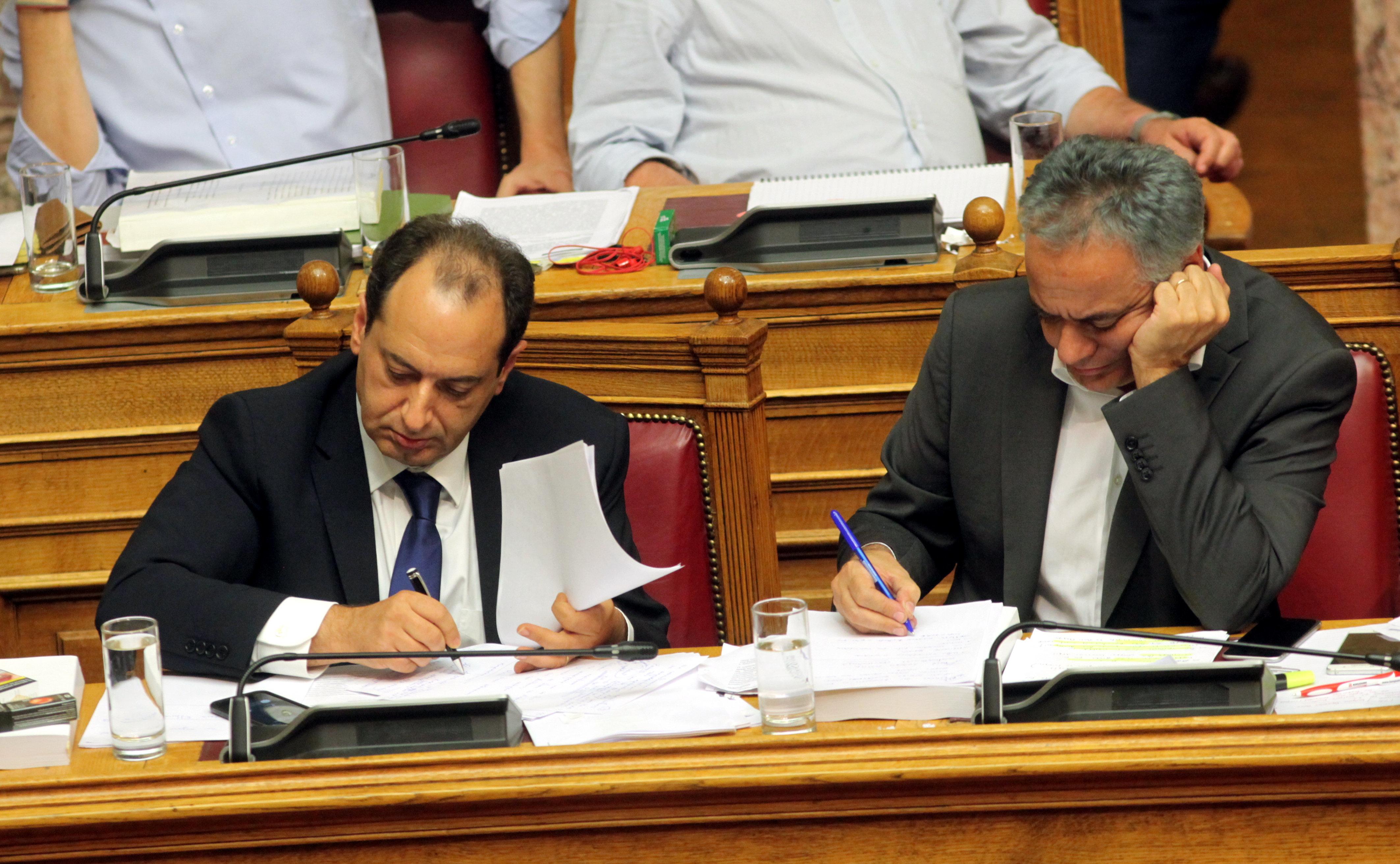 Σπίρτζης: Την Τρίτη ξεκινά η υποβολή αιτήσεων για το επίδομα των 5.000 ευρώ στους