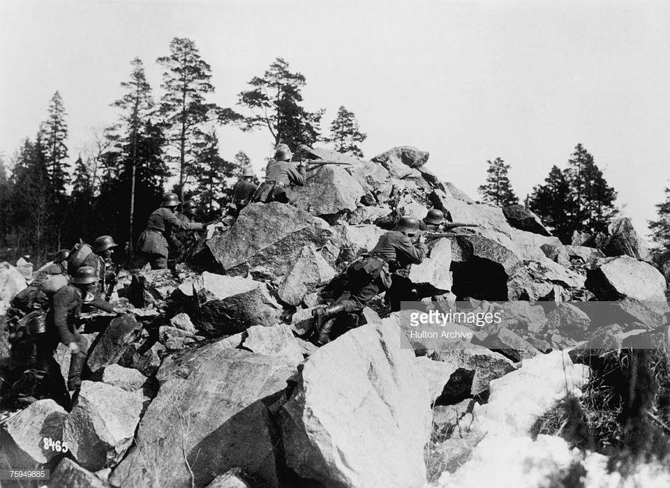 Γερμανοί στρατιώτες συγκρούονται με άνδρες των