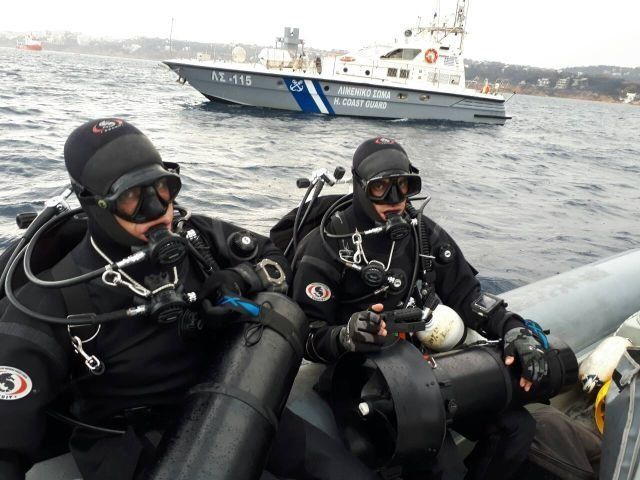 Φωτιά στο Μάτι: Υποθαλάσσιες έρευνες από τις Υποβρύχιες Αποστολές του Λιμενικού για τον εντοπισμό