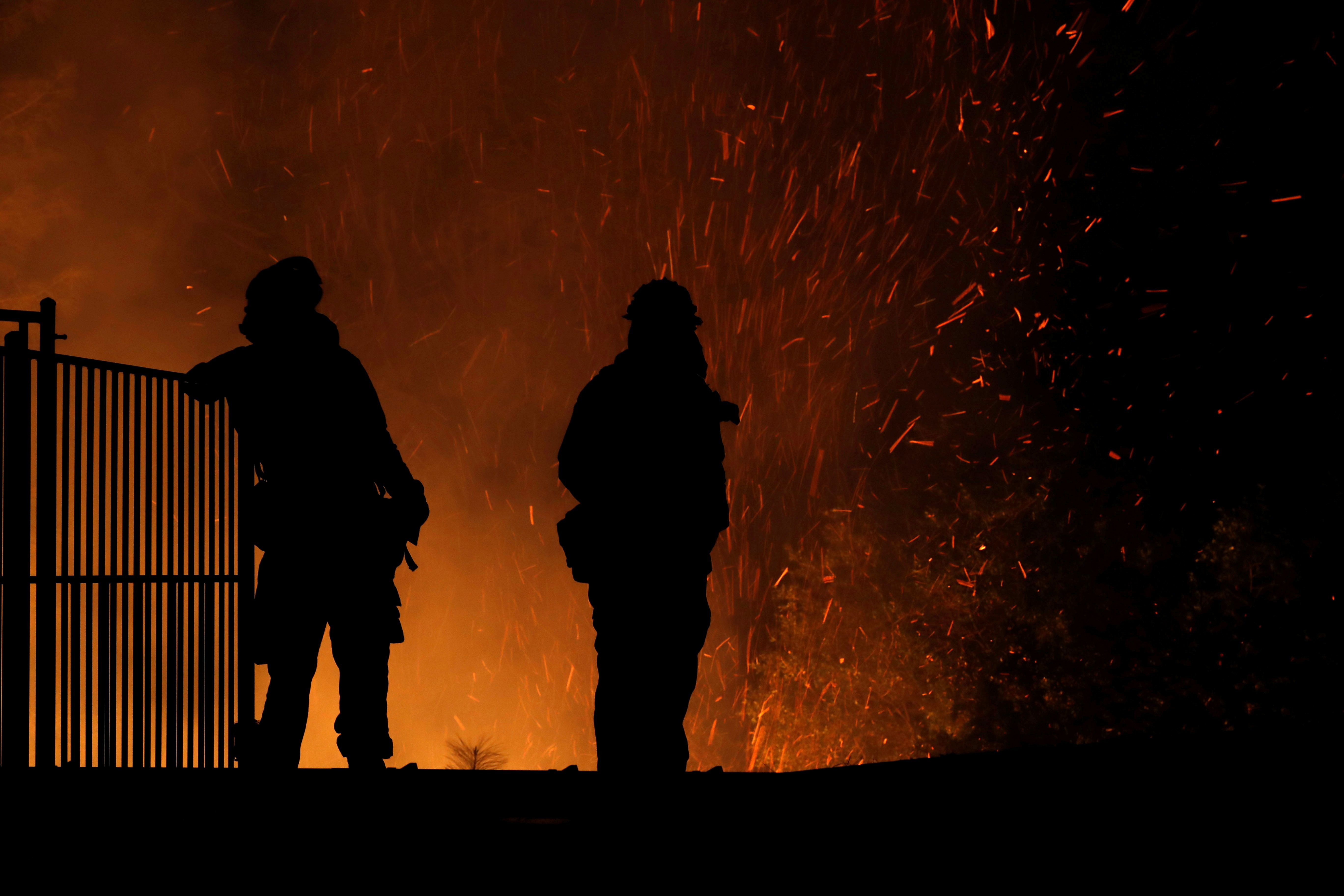 Ανεξέλεγκτες οι φωτιές στις ΗΠΑ: 7.000 άνθρωποι εγκατέλειψαν τα σπίτια