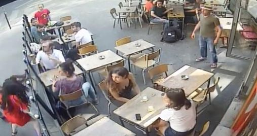 Frappée en plein Paris après avoir répondu à celui qui la harcelait, elle...