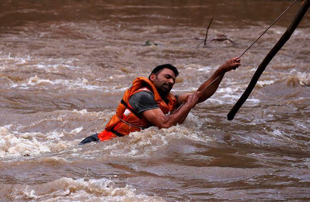 Ινδία: Καταρρακτώδεις βροχές στο βόρειο τμήμα της χώρας, δεκάδες οι