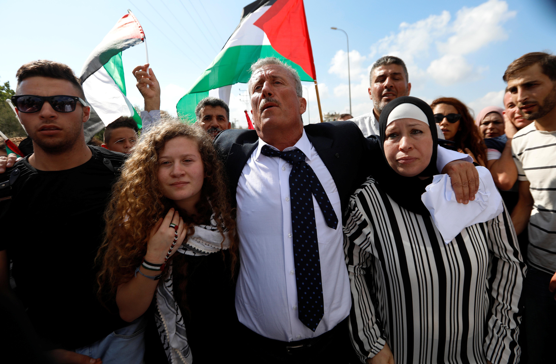 Ισραήλ: Ελεύθερες η Αχέντ Ταμίμι και η μητέρα της. «Η αντίσταση συνεχίζεται», δήλωσε η νεαρή