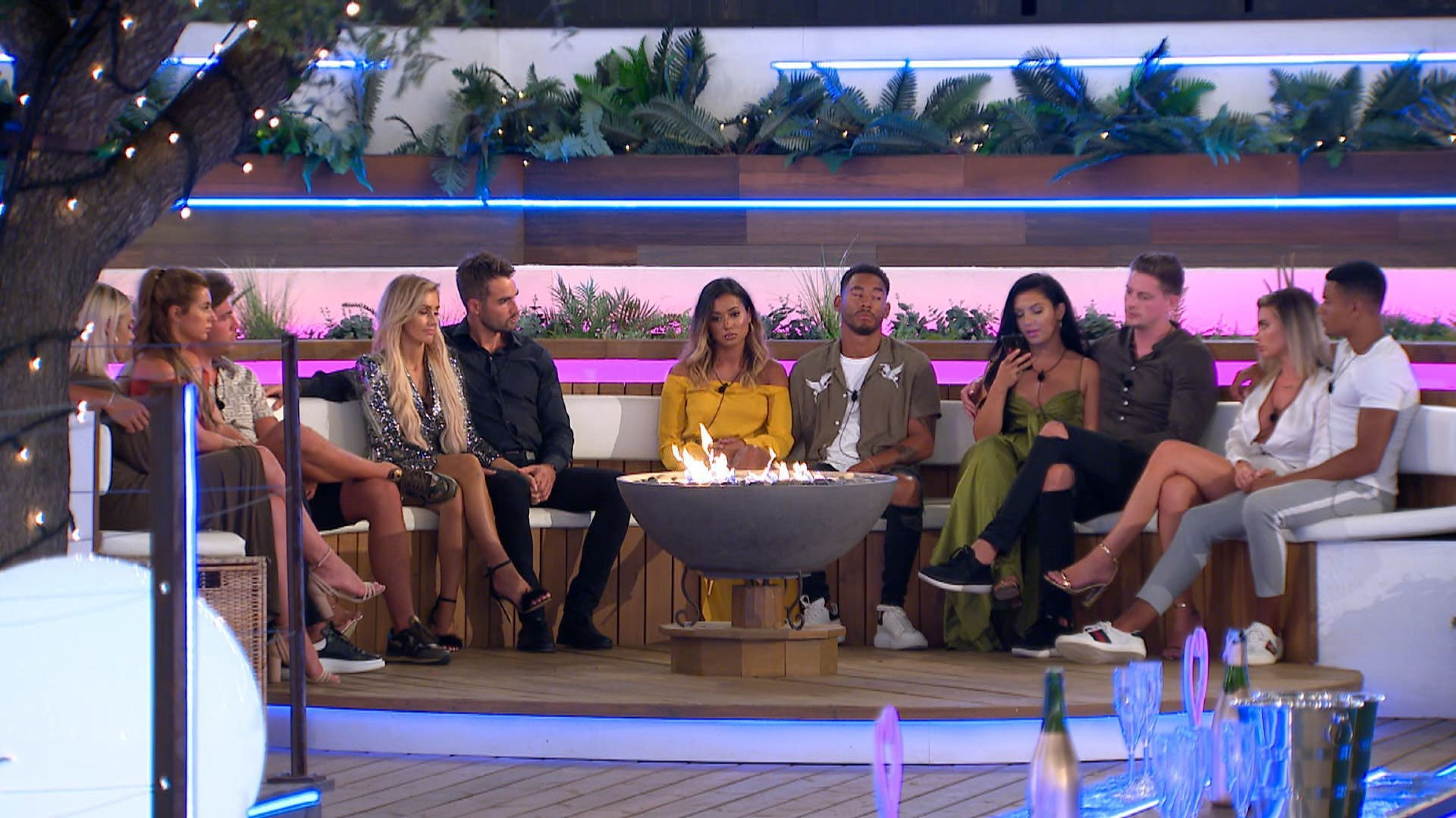 First Look Shows Islanders Getting All Emotional As The Finale Looms