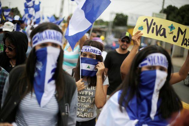 Manifestantes, en una marcha para demandar la destitución de Ortega. Managua, 22 de