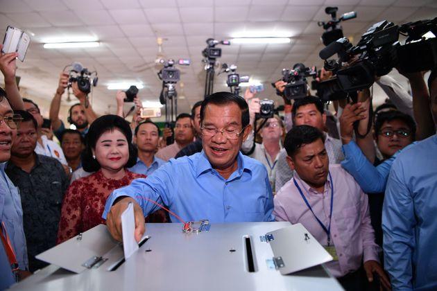 33년 통치 캄보디아 훈센 총리가 또 총선에서