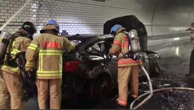 인천 북항터널 달리던 BMW에서 또 불이