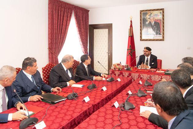 Discours du Trône: Pour activer les mesures annoncées, le roi réunit El Othmani et 10