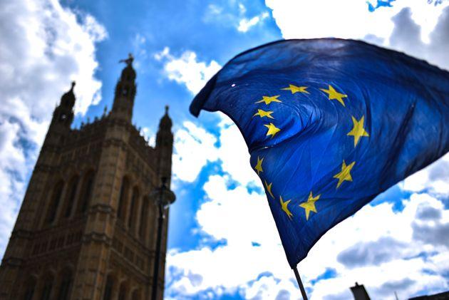 Βρετανία προς ΕΕ: Δώστε στο Σίτυ πρόσβαση στην ΕΕ διαφορετικά οι χρηματοπιστωτικές της εταιρίες θα αντιμετωπίσουν