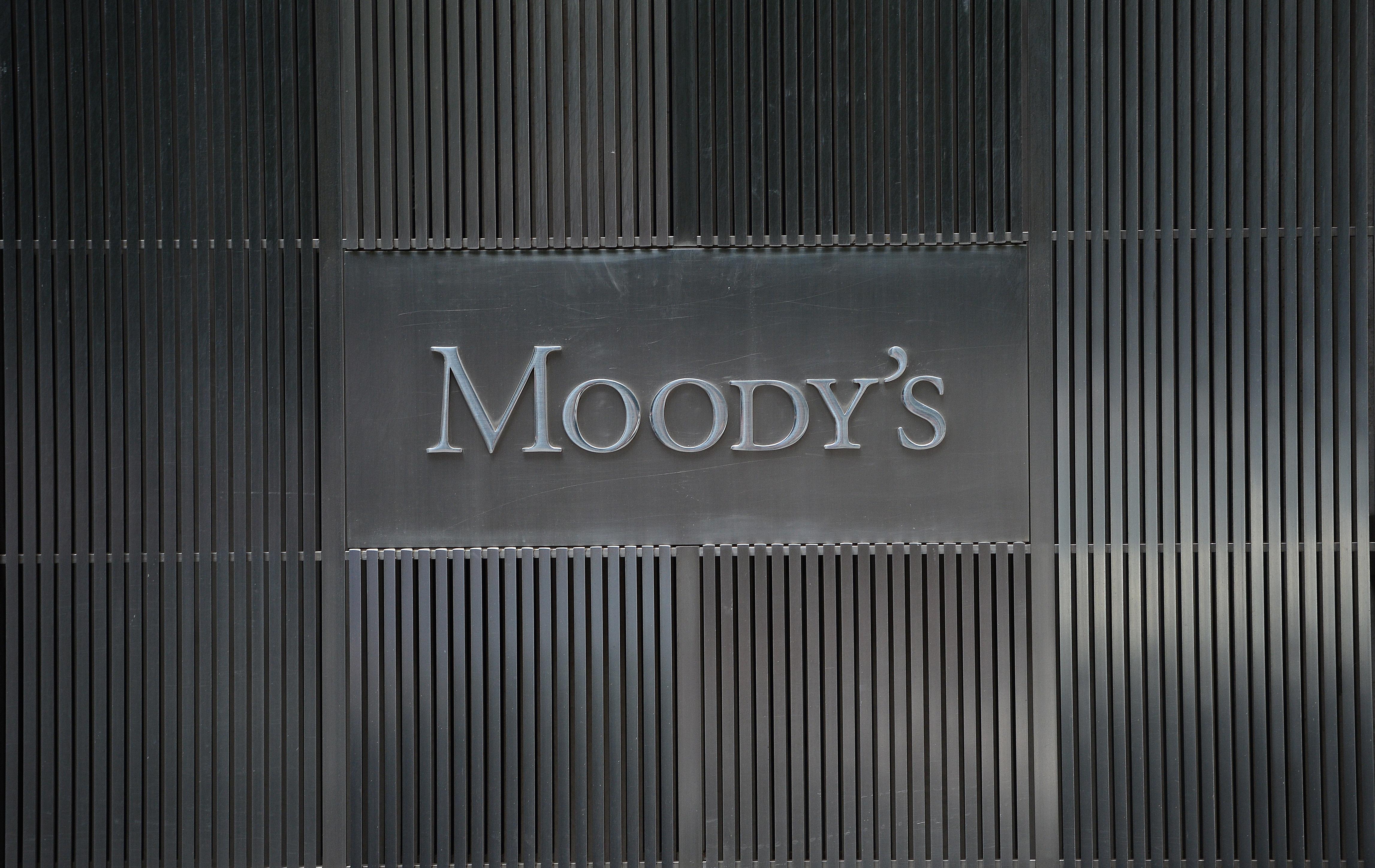 Η Moody's αναβάθμισε το outlook για το ελληνικό τραπεζικό σύστημα σε