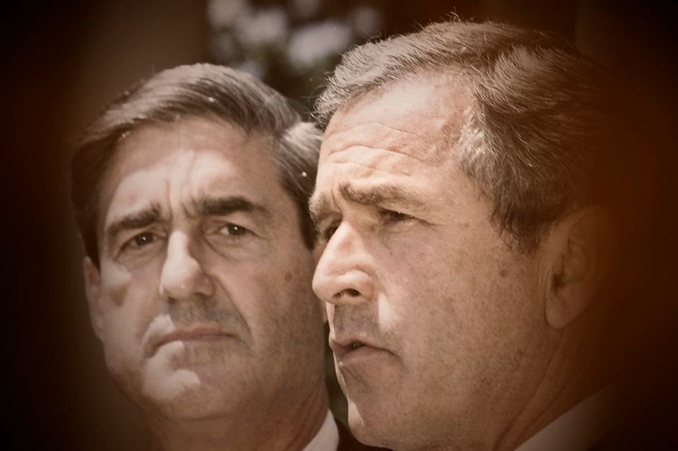 조지 W. 부시 대통령(오른쪽)이 로버트 뮬러 FBI 국장 임명을 발표하는 모습. 2001년