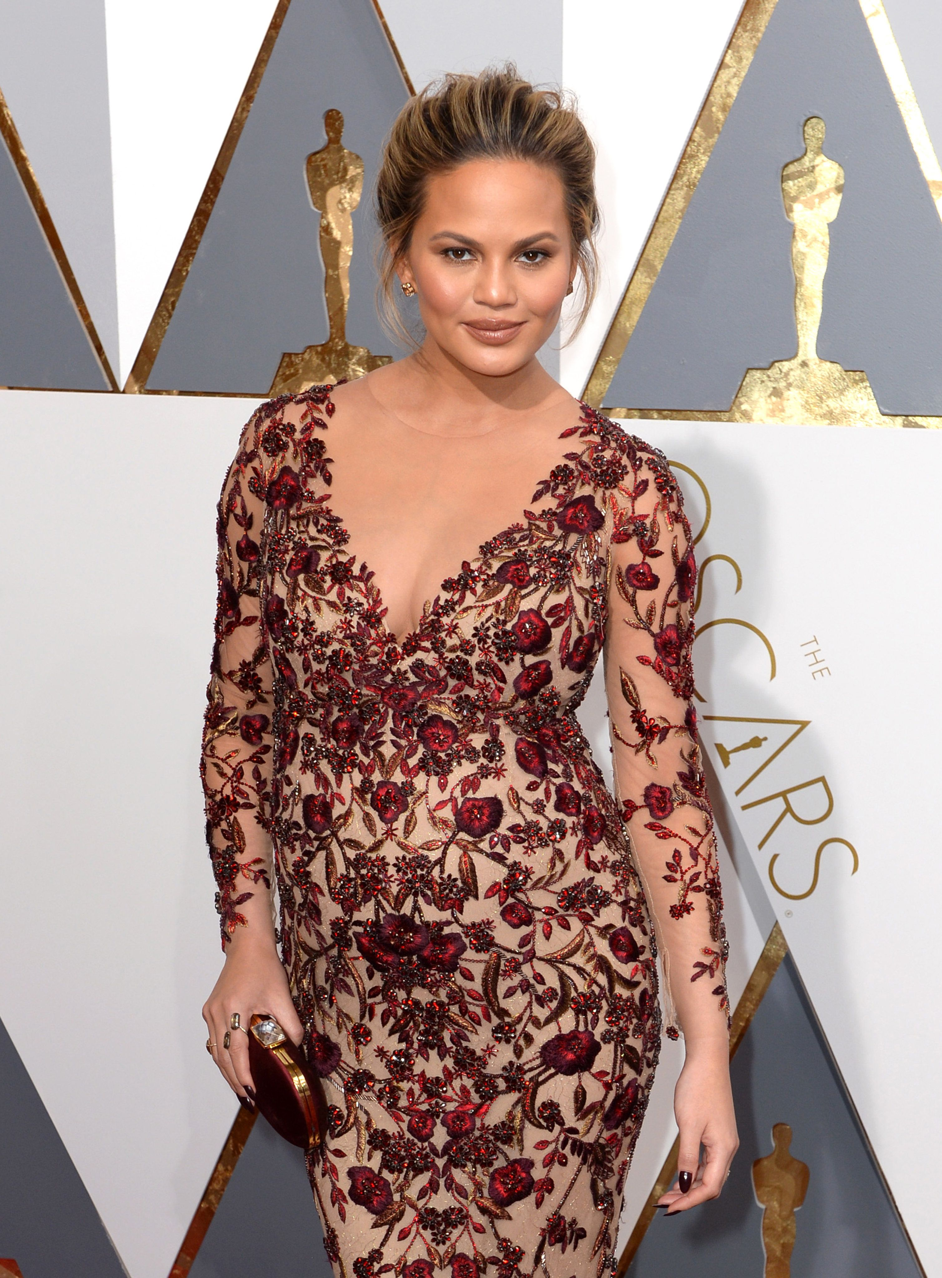 'This Is My New Body': Chrissy Teigen Shares Video Of Stretch Marks After Having Second