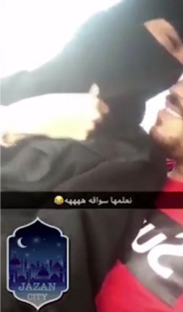 Frau fährt in Saudi Arabien Auto und wird verhaftet – wegen etwas, das ihr Freund