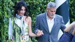 Amal Clooney n'est pas passée inaperçue avec cette robe asymétrique