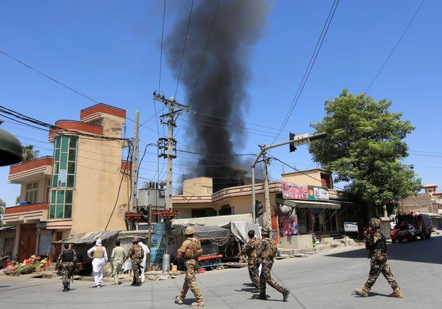 Αφγανιστάν: Επίθεση στην Τζαλαλαμπάντ με ομηρία. Τουλάχιστον 15 νεκροί, εκ των οποίων και οι