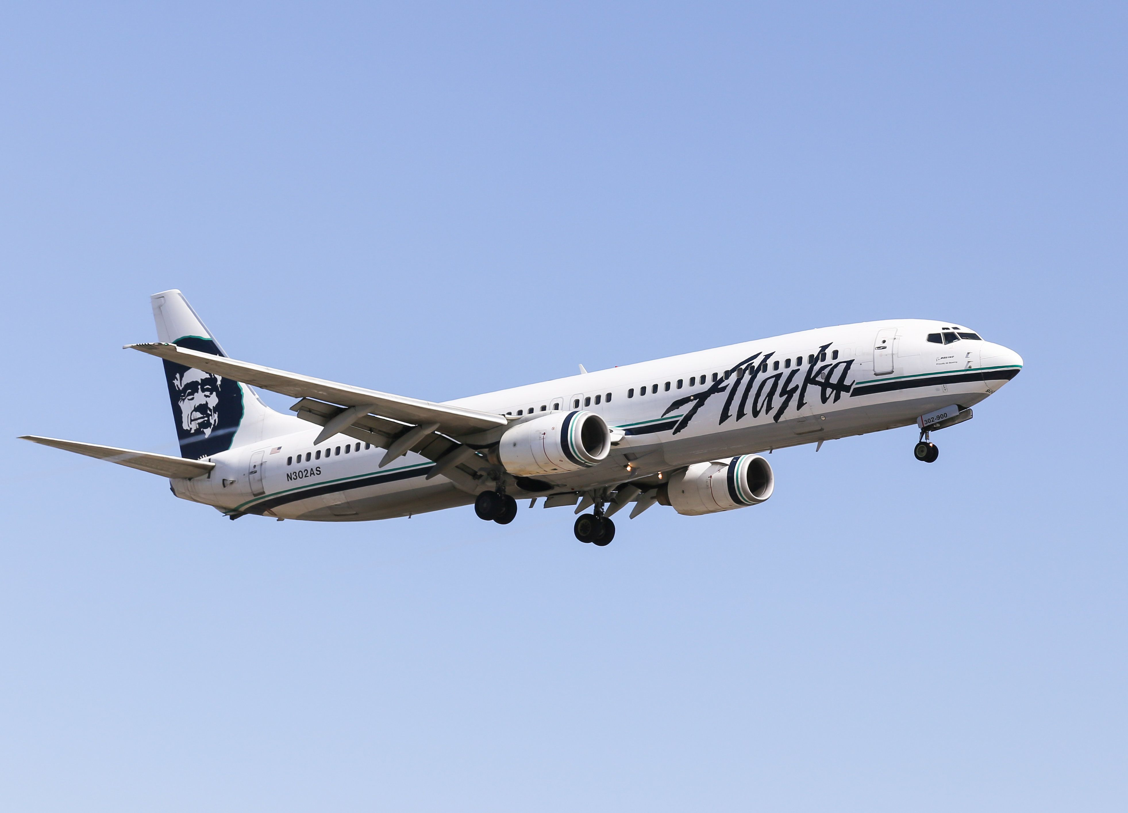 Alaska Airlines reportedly splits gay couple so straight couple could sit together advise