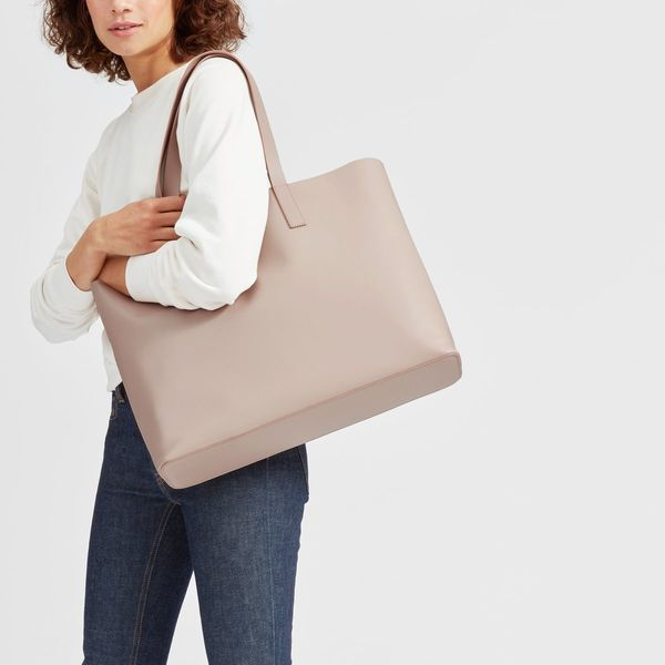 """<a href=""""https://www.everlane.com/products/womens-day-market-tote-paleblush?collection=petra"""" target=""""_blank"""">Get it at Everl"""