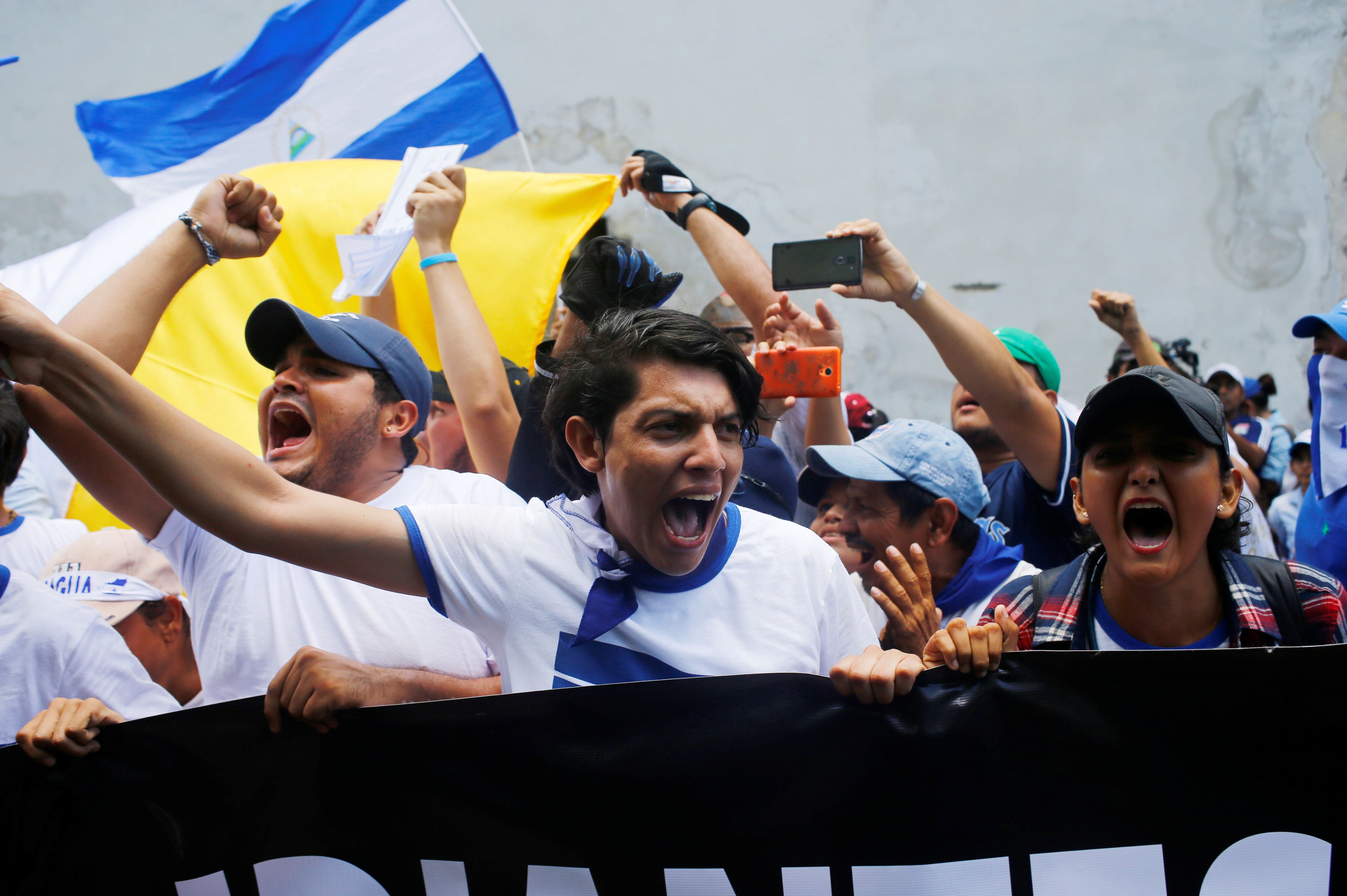 Students yell slogans during an anti-government protest outside the National Autonomous University of Nicaragua (UNAN) in Leon, Nicaragua, July 30, 2018.  REUTERS/Oswaldo Rivas