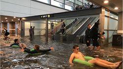 폭우로 물에 잠긴 스웨덴 지하철역이 진짜 워터파크가 됐다(사진,